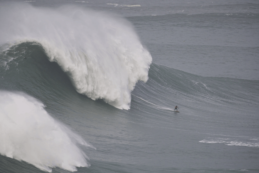 Å surfe fjell – Nazaré