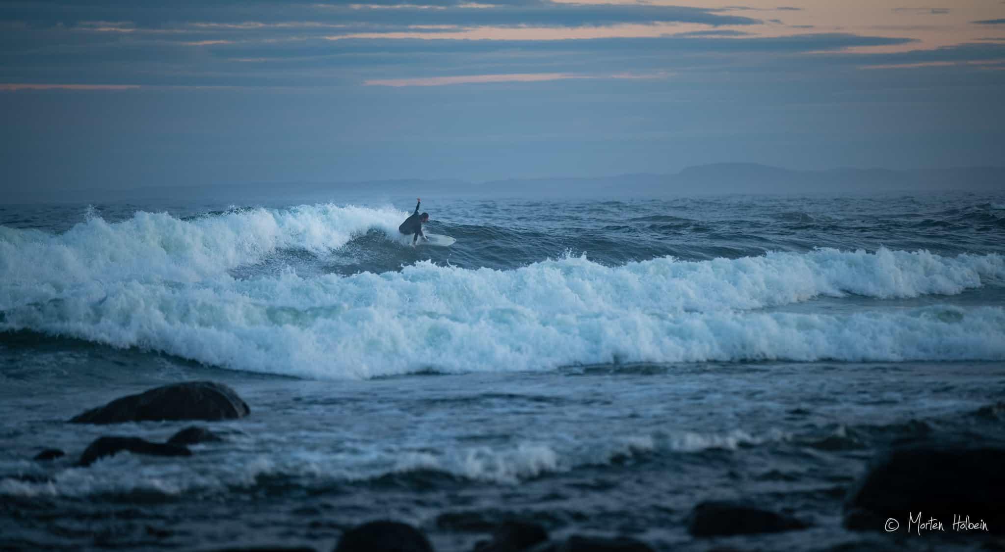 Andreas Møgster surfer Saltstein i mai