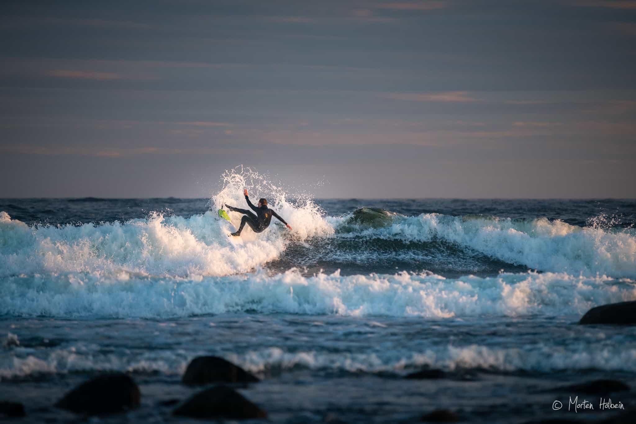 Espen Evertsen fra surfshop.no surfer på Saltstein i mai