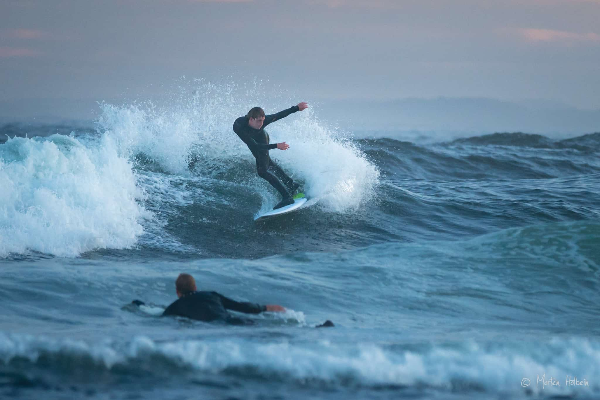 Espen Oden Evertsen fra surfshop.no surfer Saltstein i mai