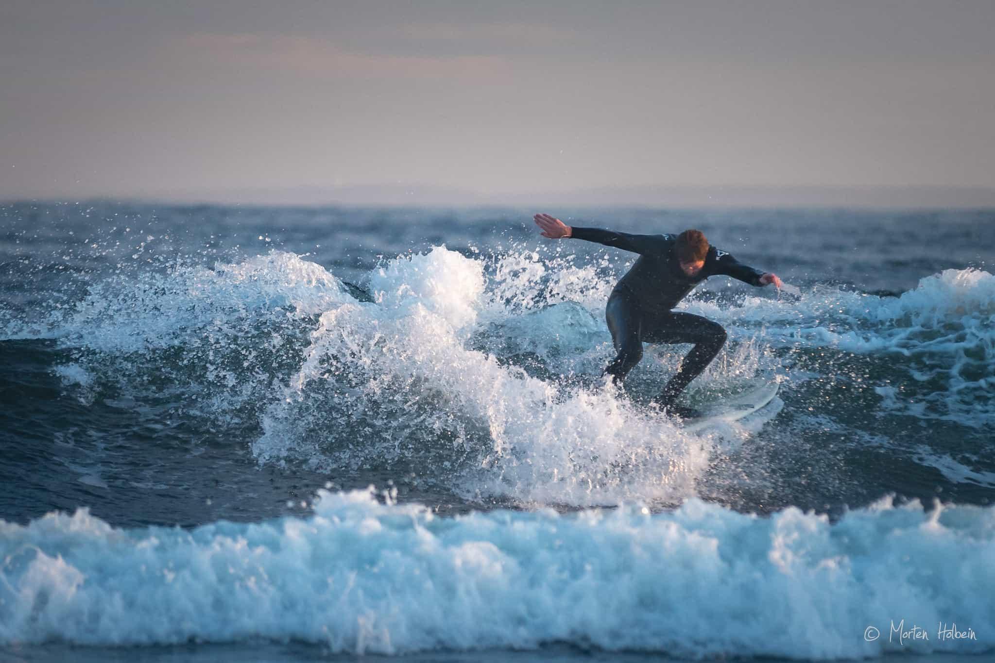 Lokale Jonas Paulsen fra Larvik surfer Saltstein