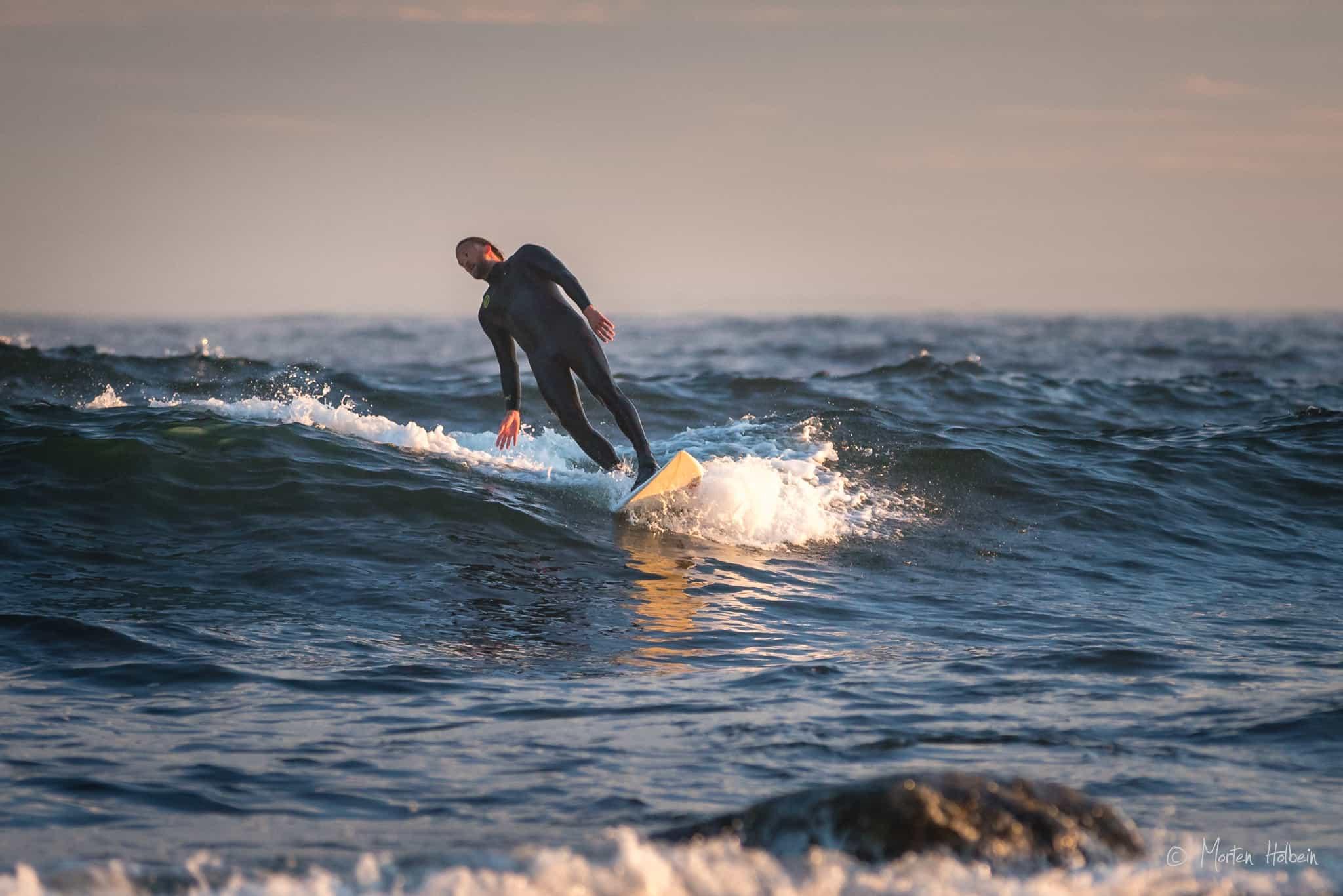 Bjørn Erik Hagen surfer Saltstein i mai