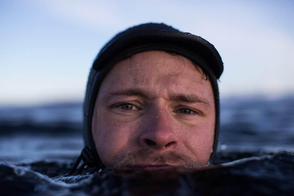 Mats Torbergsen tar bilder i vannet