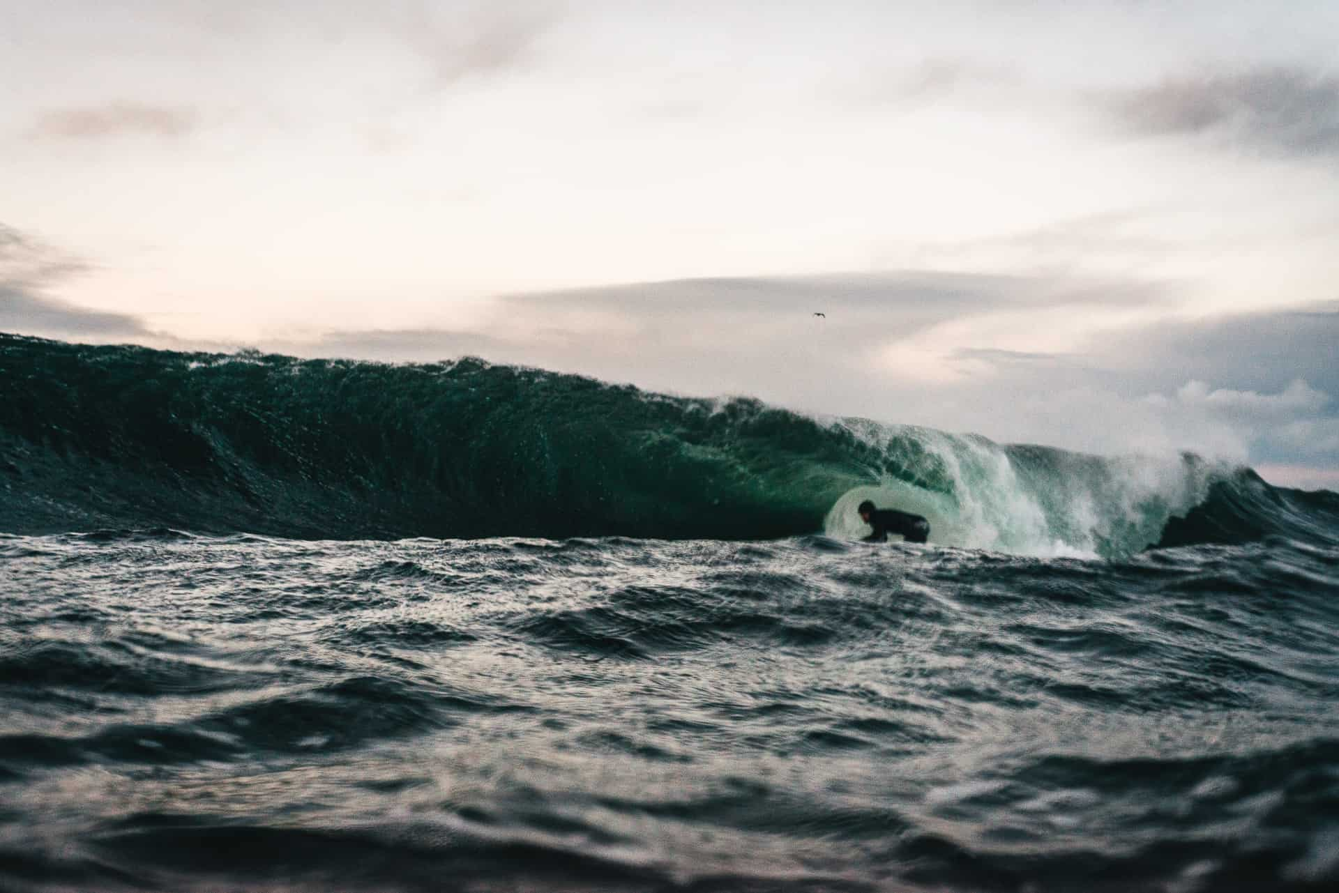 Mats Kahlström - November, Østlandet, Den eneste bølgen på 2h i vannet, Joel satser hardt og får straks smake på litt granitt.