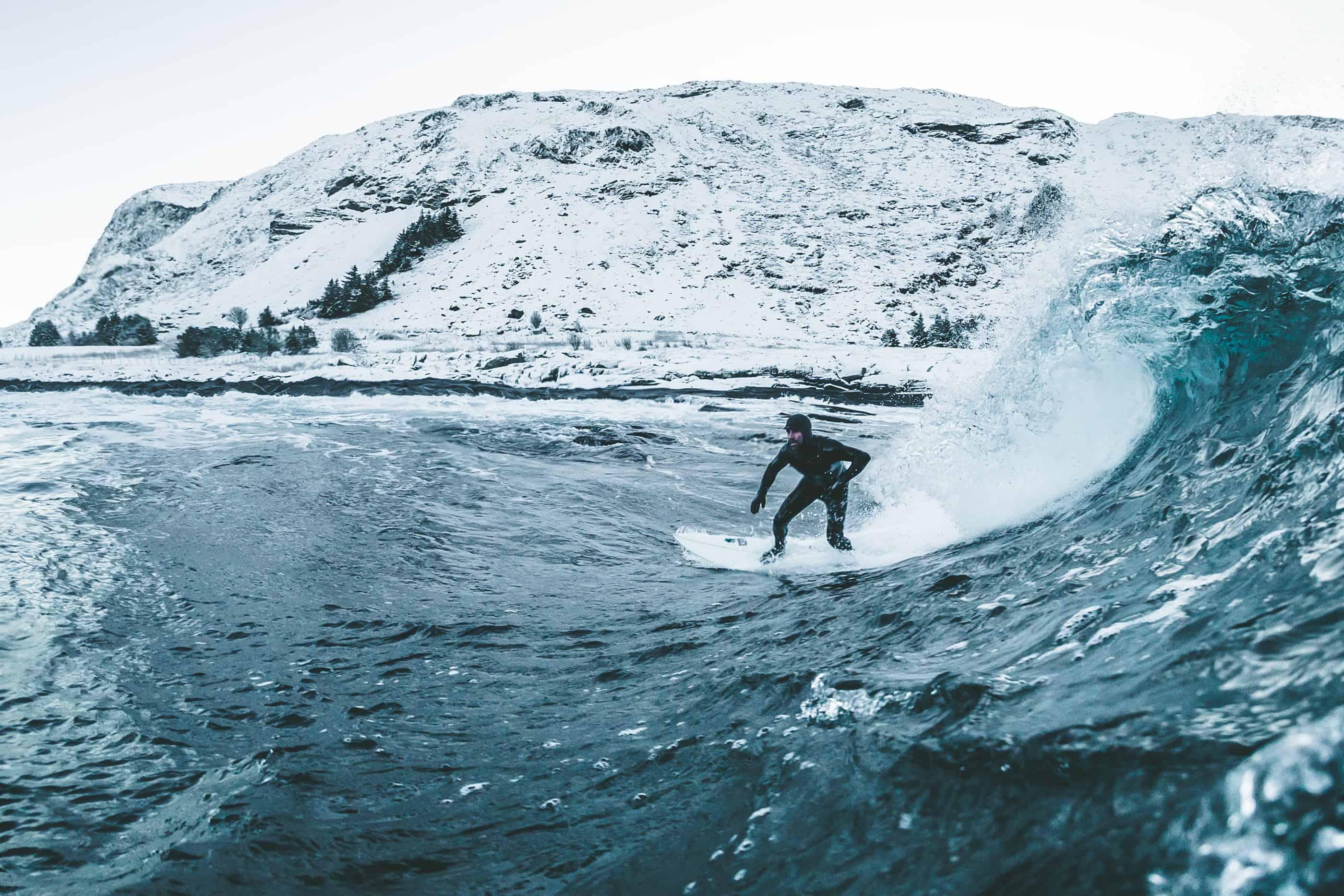 Jonas Forsberg - 30 November. Seamus Fox på Sunnmöre. Kallt och vitt som det ska vara. 2st ute i vattnet. Som det kan vara.