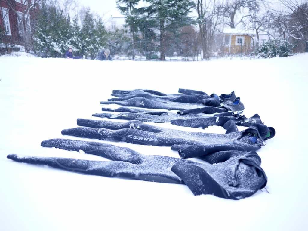 Våtdrakt klare til testing i snøen