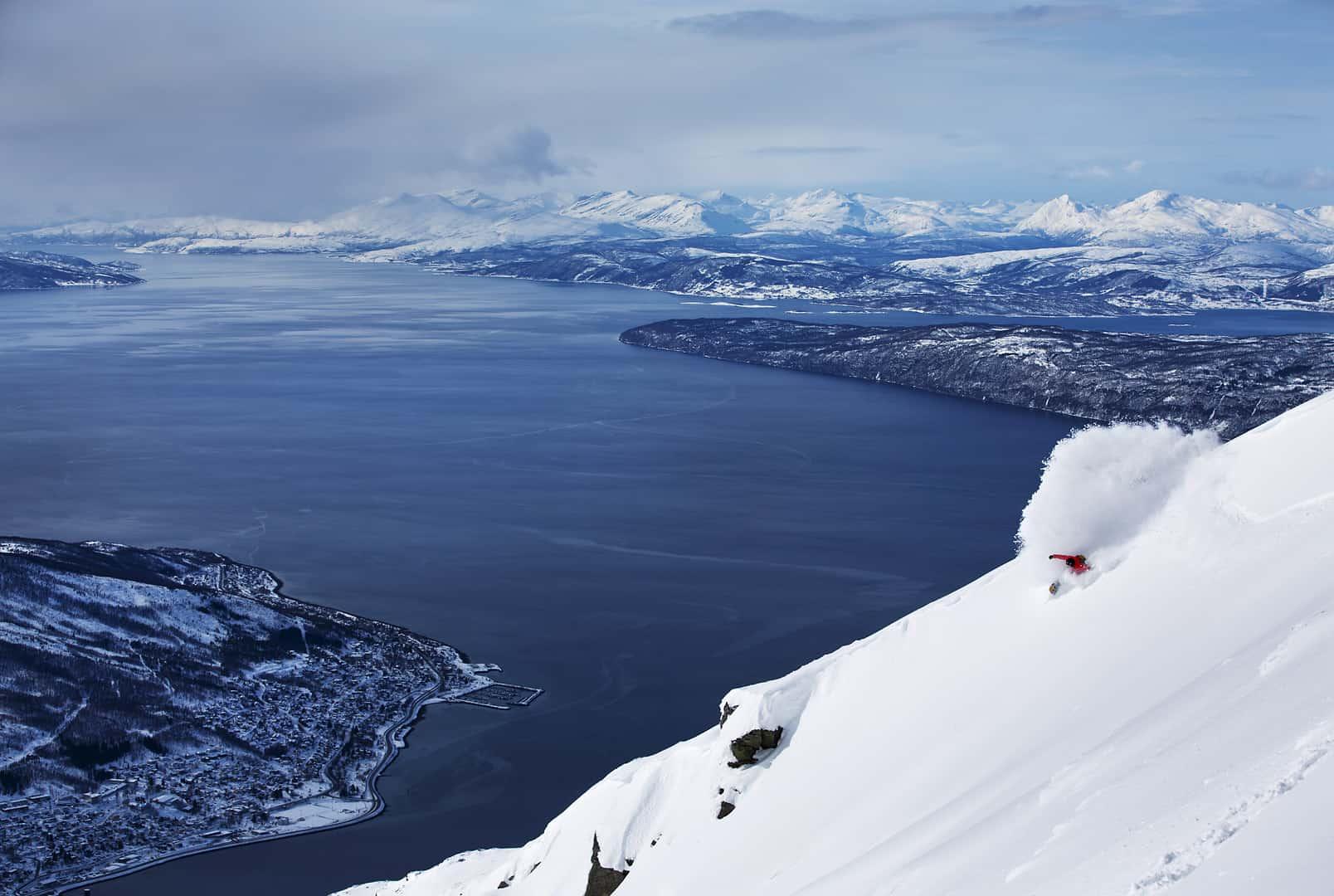 Surfing og snowboard er definitivt i slekt. En powerturn med Andreas Wiig.