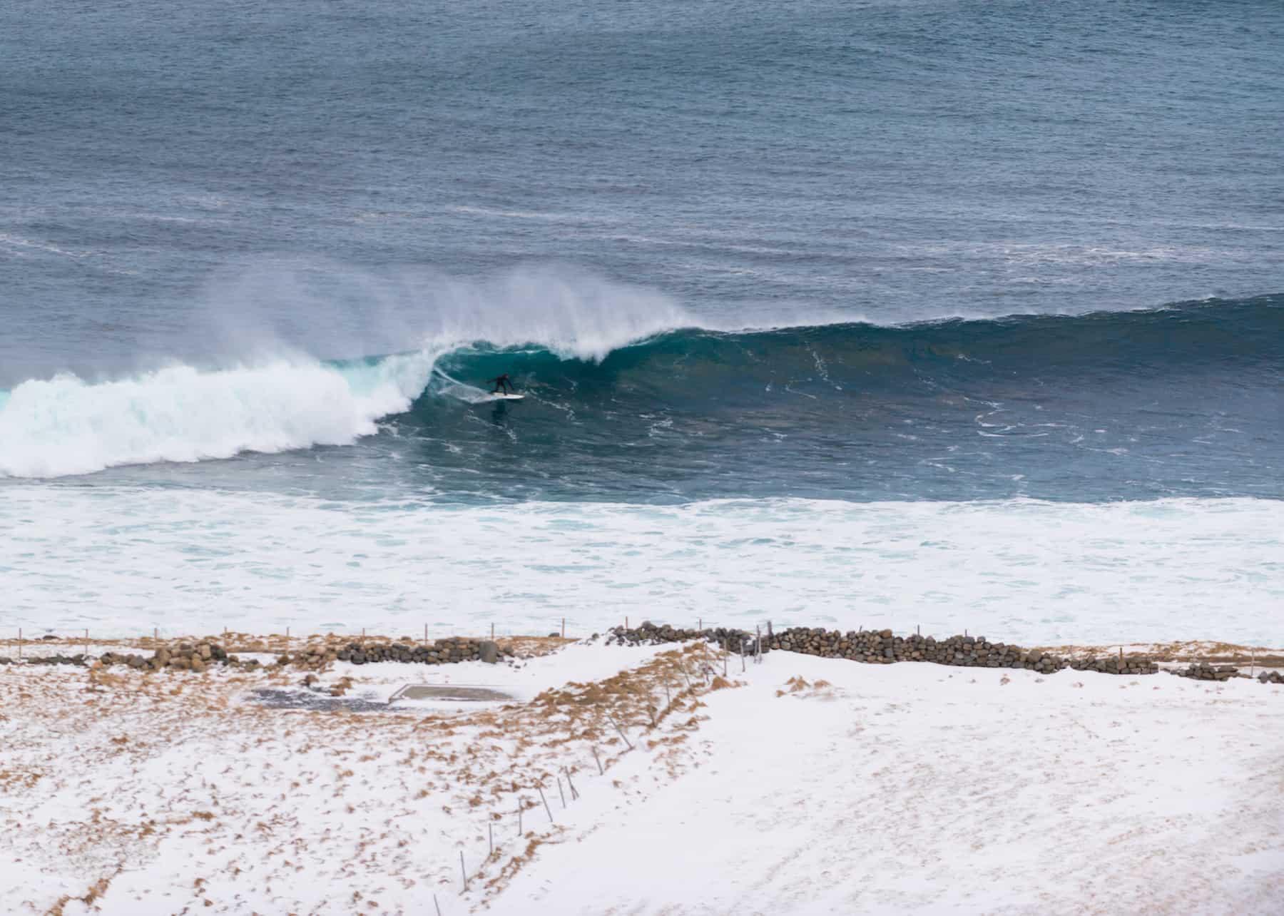 Surfer på Unstad left