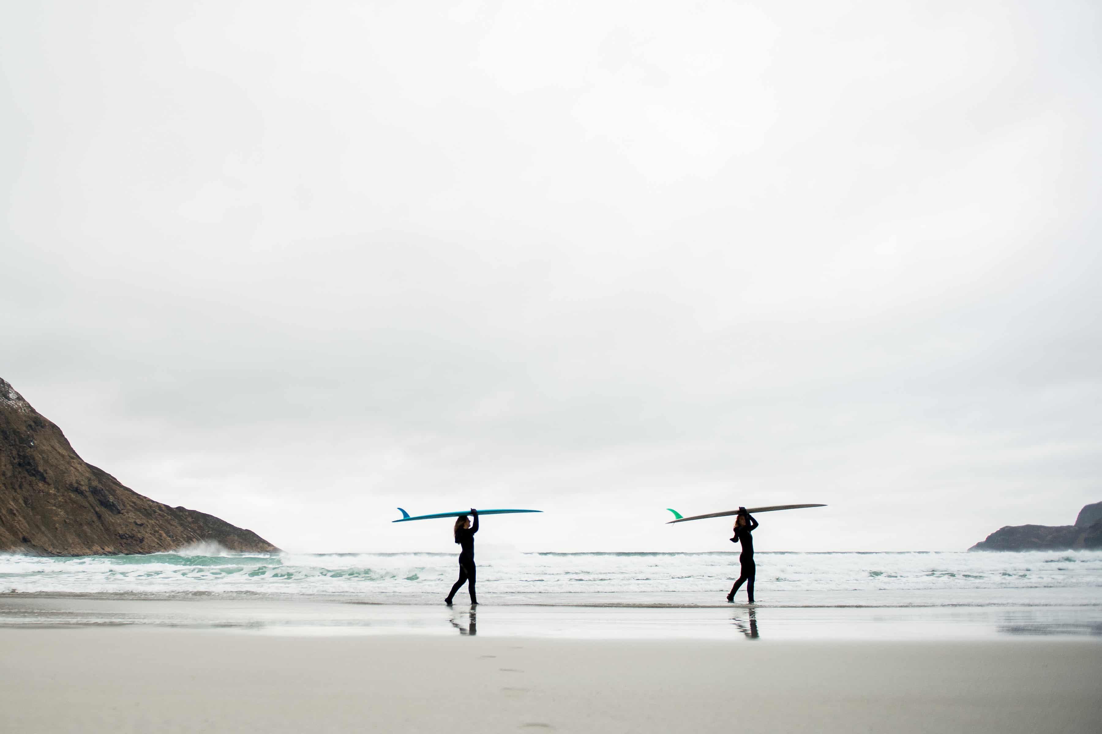 To surfere med longboard på hodet.