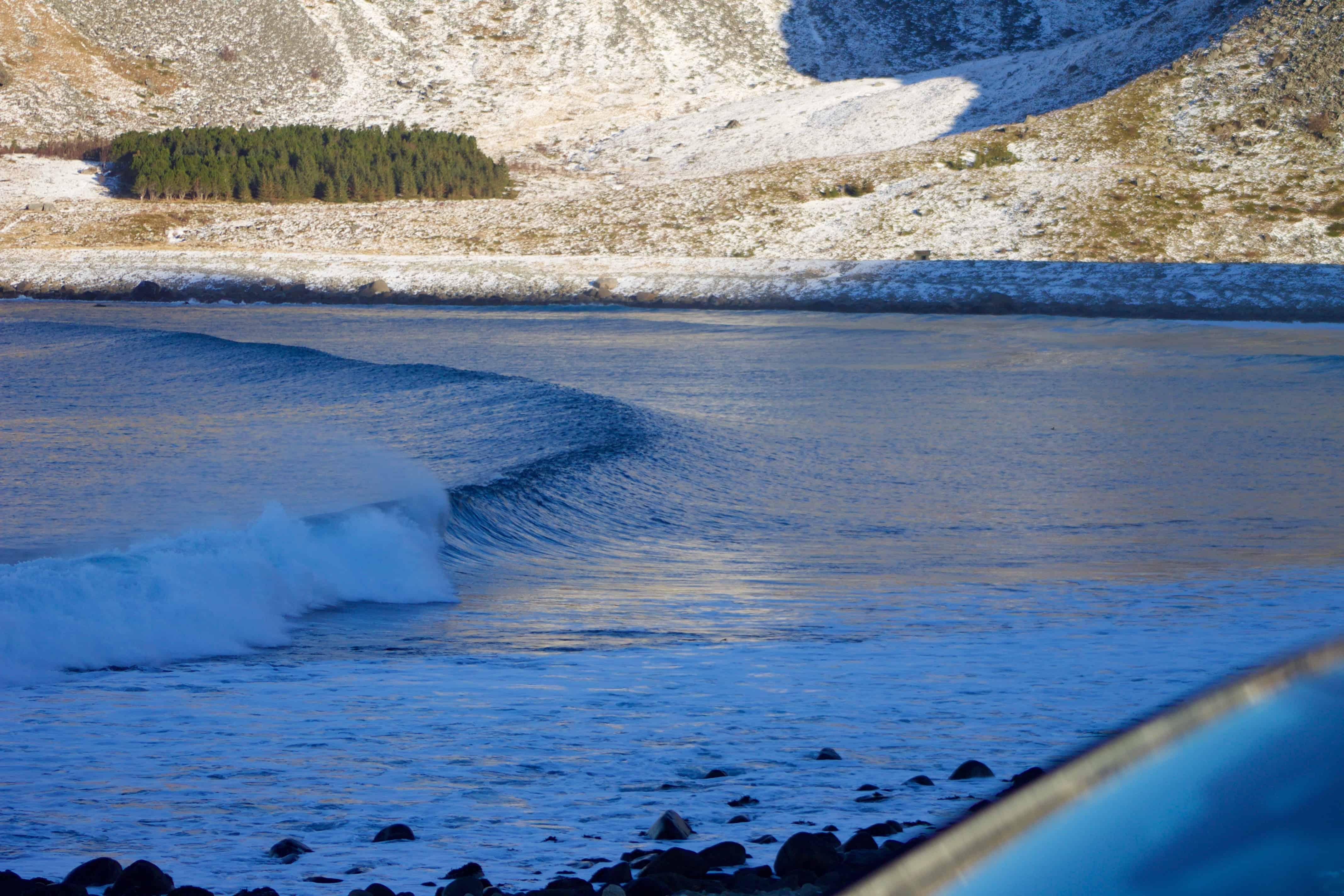 Bølge uten surfer i Lofoten.