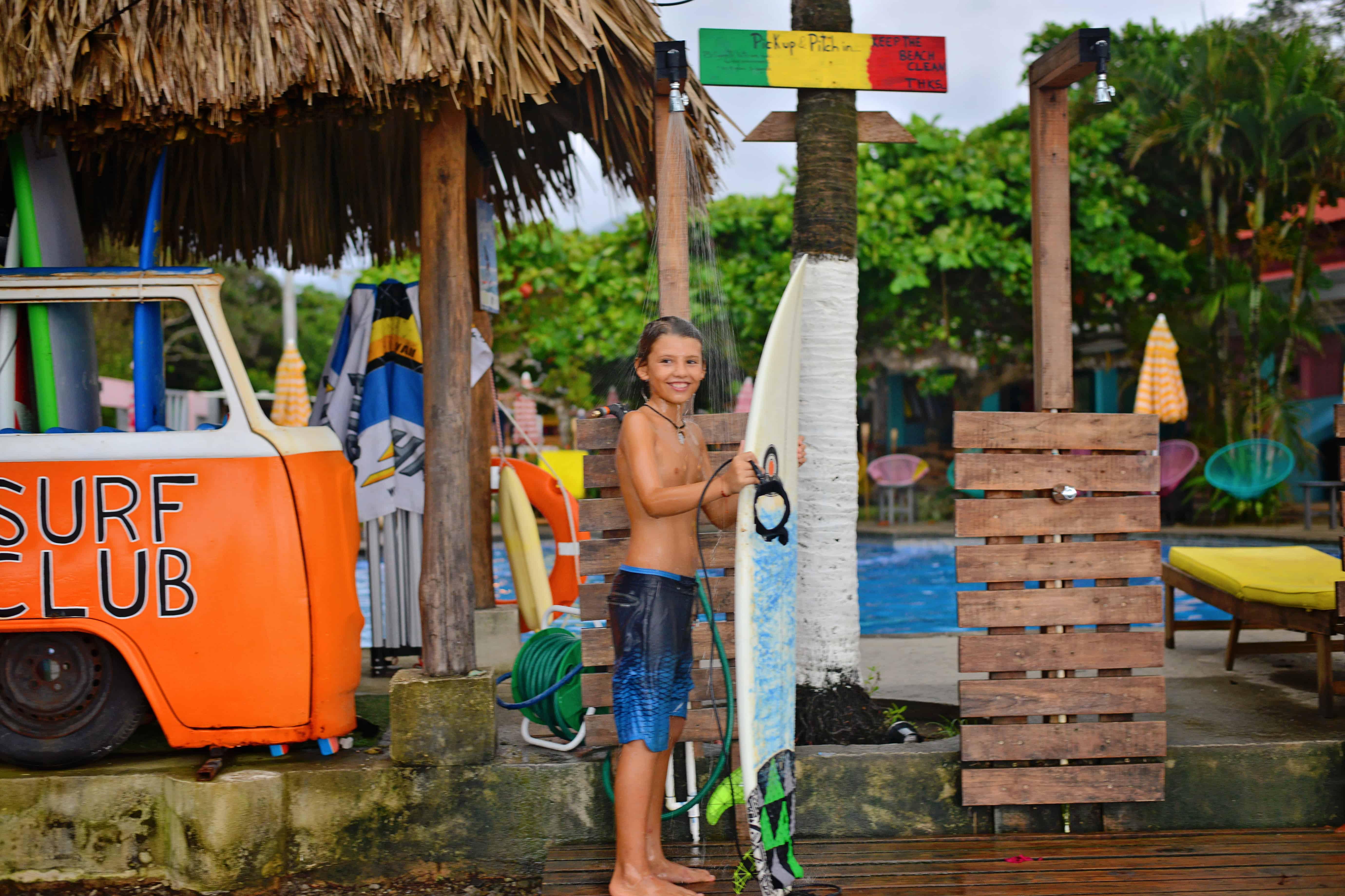 Å lete surfedrømmen i Costa Rica