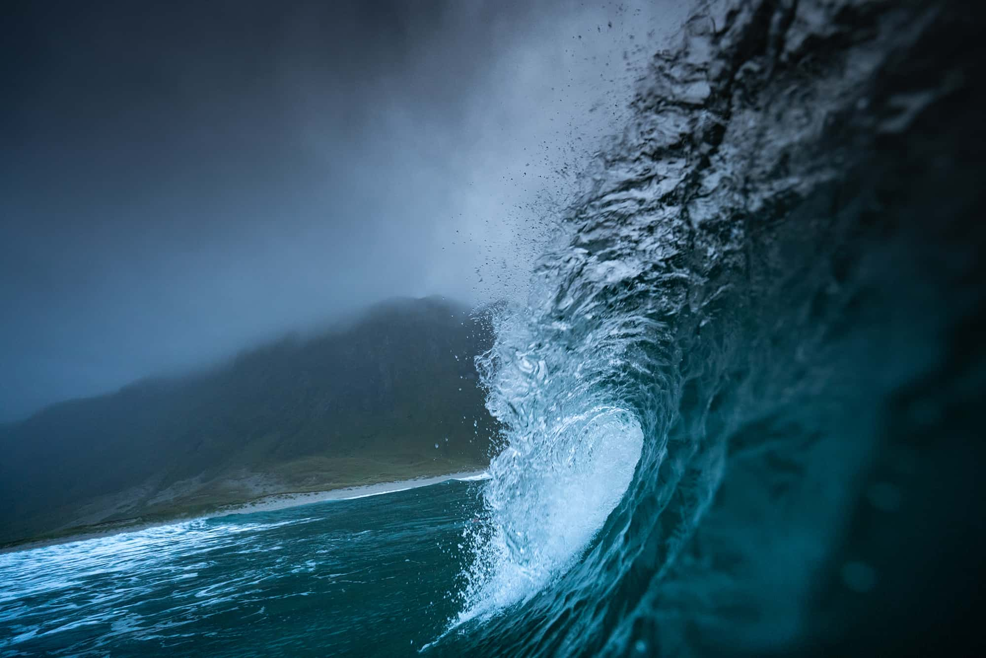 Tubende bølge i Hoddevik
