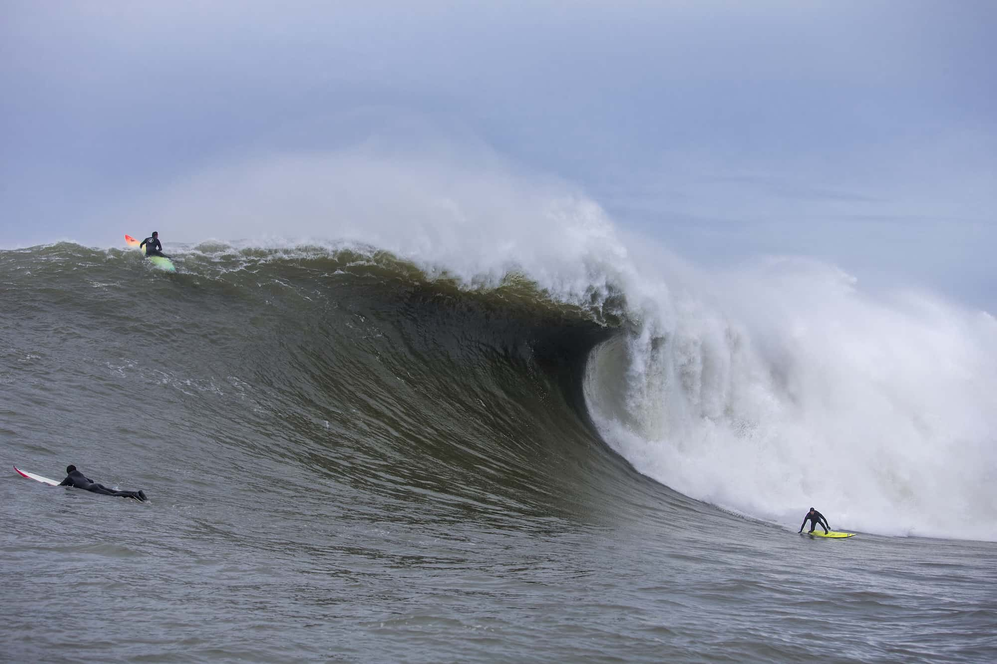 Stort. Brunt. Tungt. Mavericks. Foto: Fred Pompermeyer.