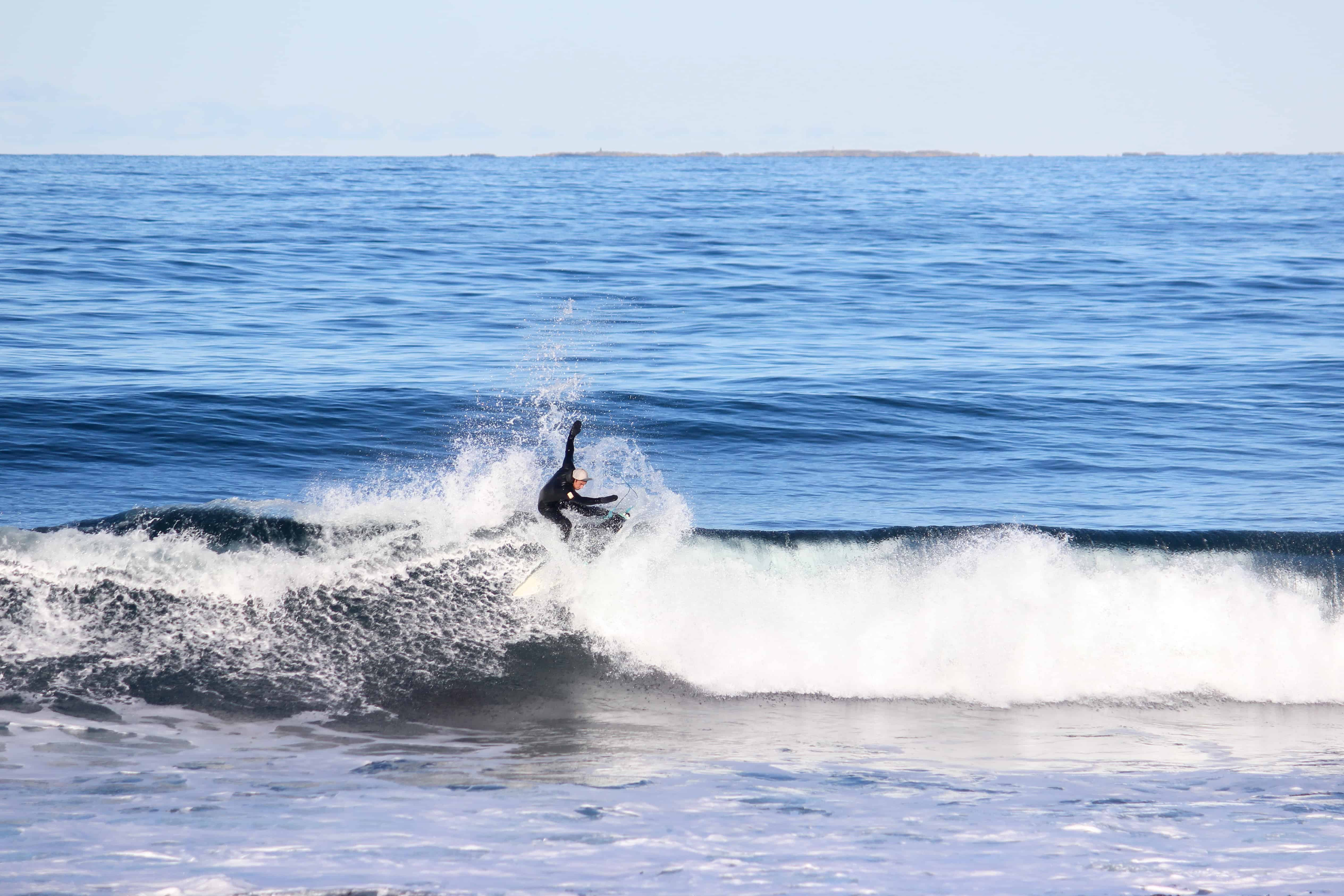 Jørn Svindland utnytter bølgen til siste skum - Foto: Frida Eide / Malin Baumann