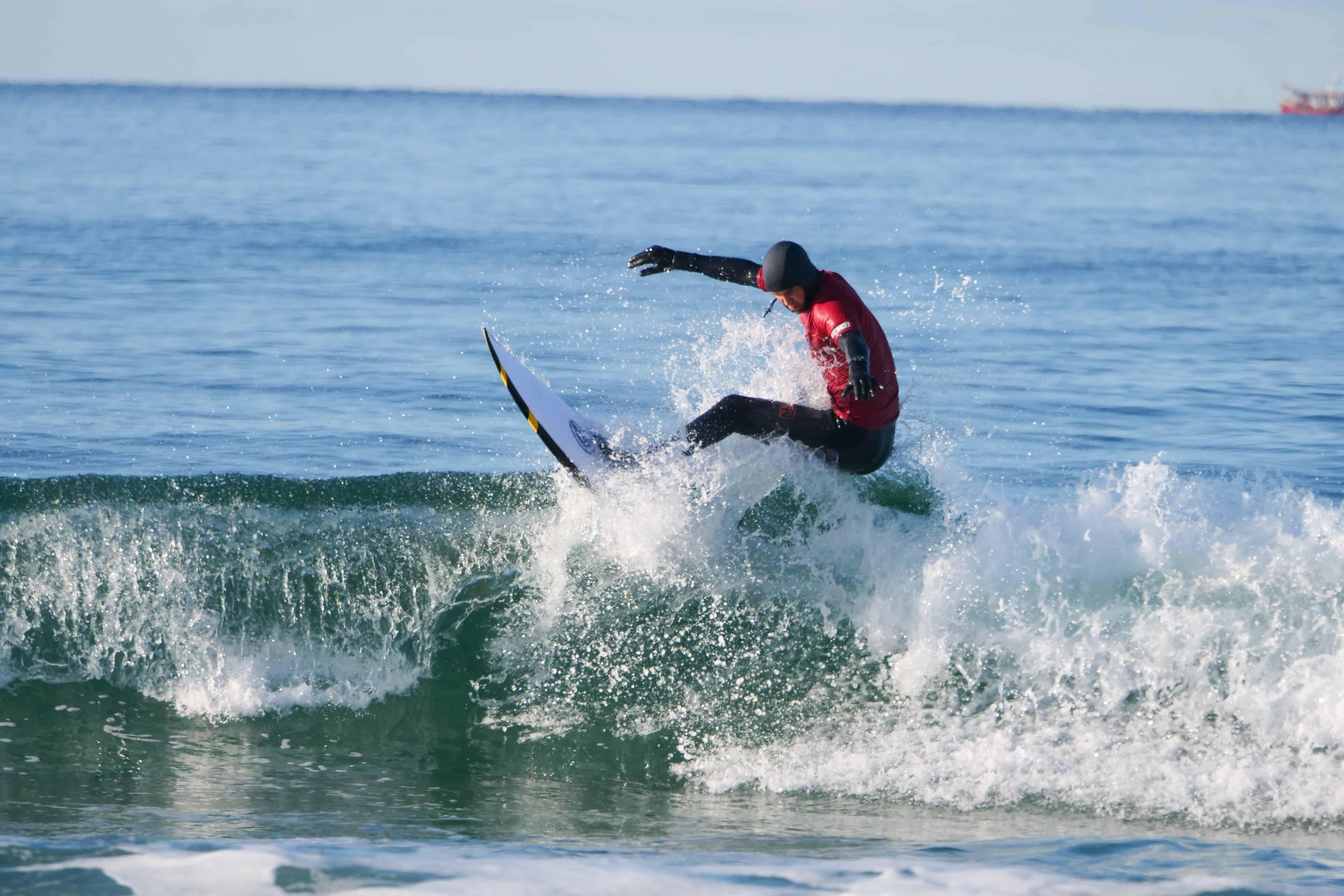Eivind Lea @lea_surfing knipset av Sigve Brochmann @brochmannen