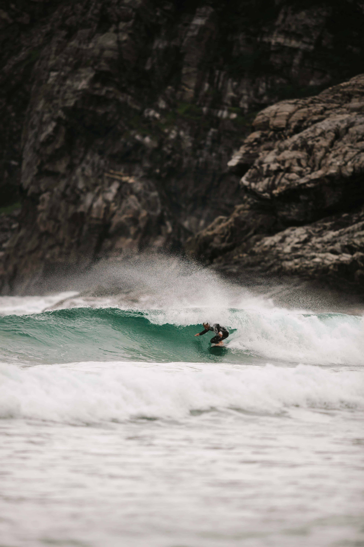 Ervik surfshops nye sjef liker også skyggen. Foto: Saltnwax