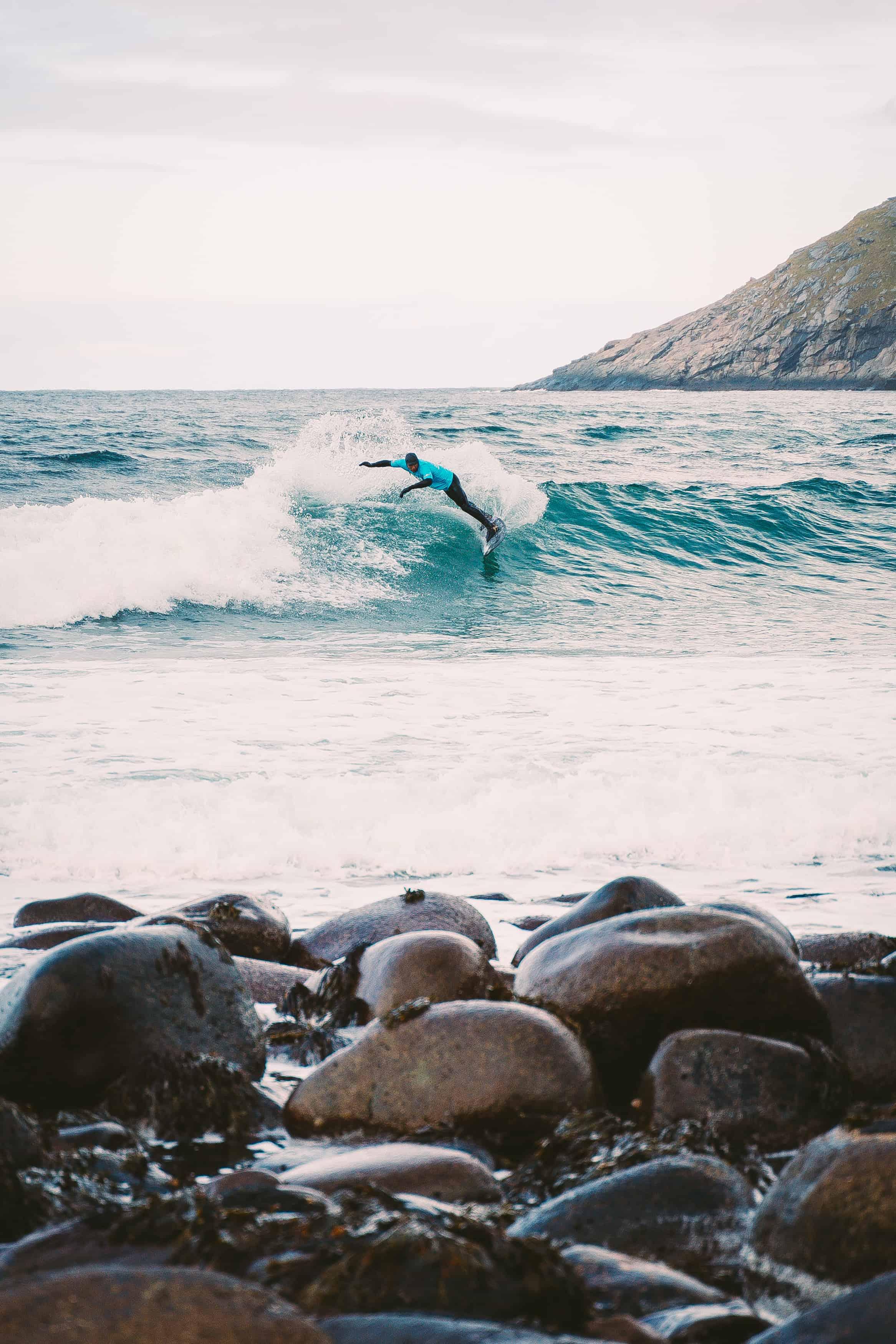 Luca Guichard stakk av med seieren etter helt rå surfing. Foto: Rasmus Brøgger / @rb_dk
