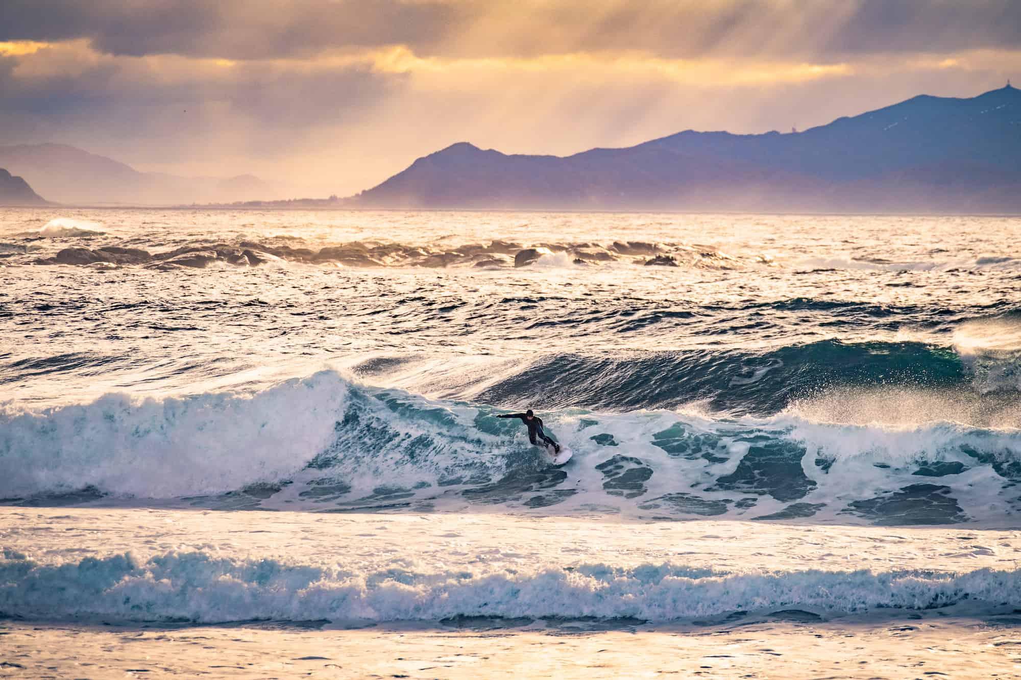 Bølgene i Ålesund er bedre enn på Skedsmokorset