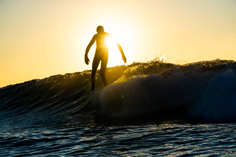 Surf i sola. Foto: Valentin Launay